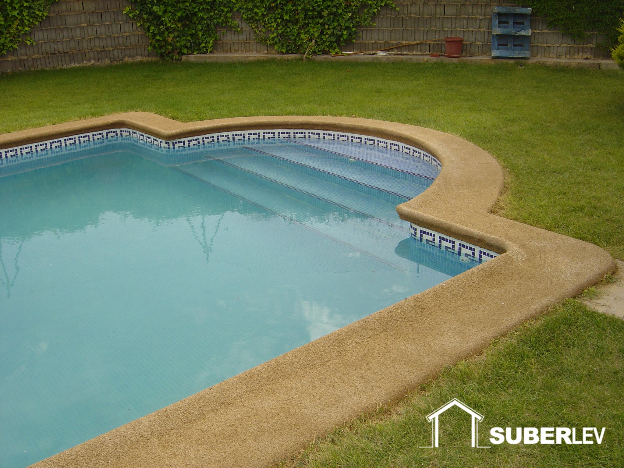 Corcho natural proyectado revestimiento aislante t rmico for Piscina nules